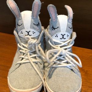 Fun bunny 🐰 high top sneakers 👟